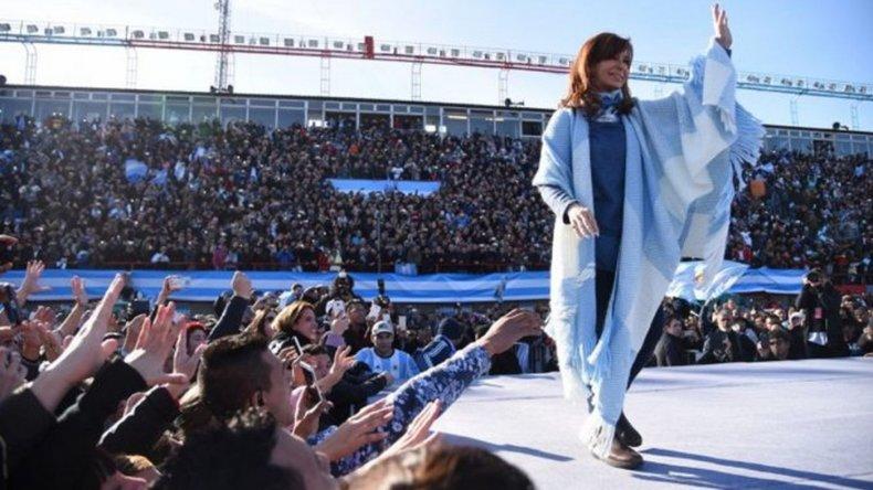 A una semana de las PASO, Cristina sigue liderando las encuestas