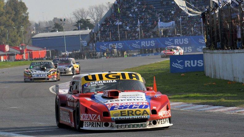Juan Manuel Silva se quedó con la victoria en los 1000 Kilómetros del Turismo Carretera en Buenos Aires.