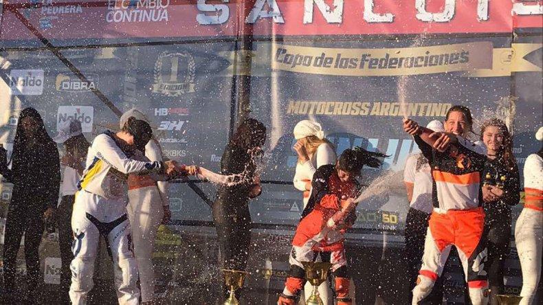 Jazmín Rutherford festejó la victoria en San Luis en la WMX B del FMX Nacional.