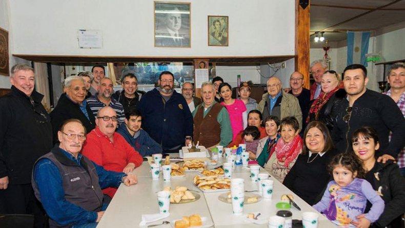 La familia del Tiro Federal General Mosconi se reunió para celebrar sus primeros 96 años de vida.
