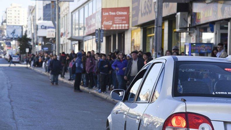 Los usuarios esperaban en vano ayer que pasara algún colectivo.