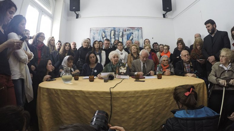 Organismos de derechos humanos anunciaron ayer en Buenos Aires una movilización el viernes a Plaza de Mayo para reclamar la aparición con vida de Santiago Maldonado.