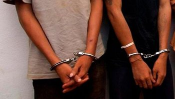 detuvieron a dos hombres que circulaban armados