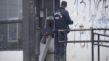 Un intento muy burdo. La policía cree que el que intentó robar el cajero no tenía muchos conocimientos en lo que hacía.