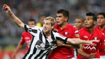wilstermann sera el rival de  river en cuartos de final