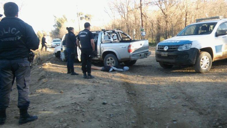 Dos menores armados pretendían robar una casa con la camioneta su padre
