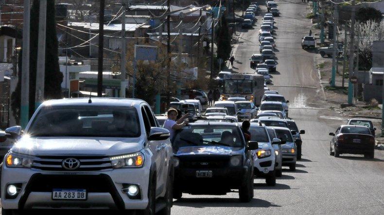 Primero Chubut cerró campaña con una masiva caravana