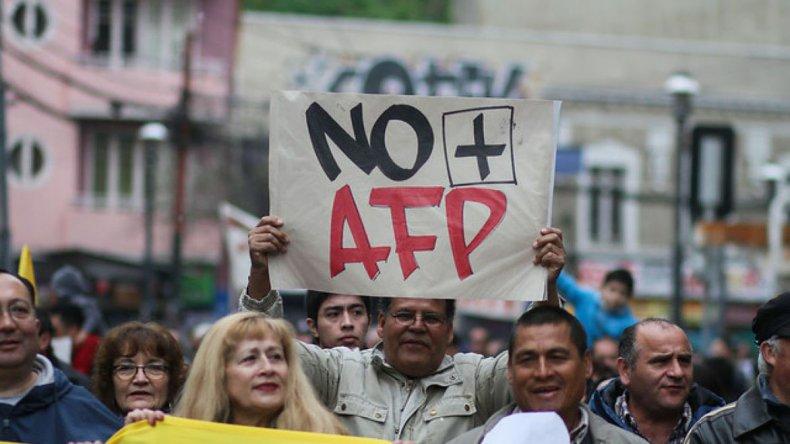 Las masivas protestas registradas este año en Chile para pedir la eliminación del sistema privado de jubilación.