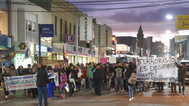 Más de 300 personas se movilizaron en Comodoro para pedir la aparición con vida de Santiago Maldonado