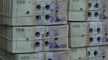 Los billetes dado de baja por las entidades bancarias son perforados para su envío al Banco Central donde se procede a destruirlos.