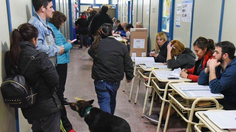 Esta vez la gente pudo votar sin tener que hacer largas colas en cada mesa.
