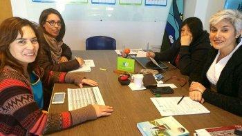 Integrantes de la organización de la Feria del Libro, entre ellas Marisol Godoy –izquierda– y la secretaria de Cultura del municipio, se reunieron ayer para ultimar detalles del encuentro.
