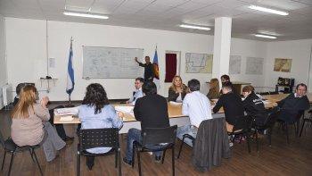 La reunión que los concejales mantuvieron ayer con los representantes del Ente de Control de Servicios y con el secretario de Gobierno.