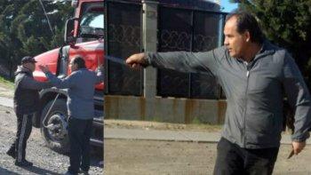 a punta de cuchillo un camionero enfrento a municipales