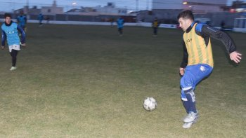 Newbery hizo fútbol en su cancha durante la tarde-noche de ayer.