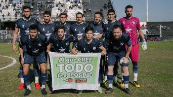 Parte del plantel de Guillermo Brown de Puerto Madryn que estuvo a punto de ascender a la máxima categoría del fútbol argentino.