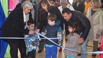 Varios niños fueron invitados a realizar el corte de cintas con el que quedó oficialmente inaugurada la 28ª Feria del Libro.