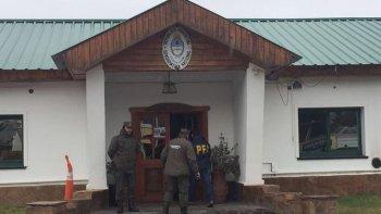 en busca de santiago maldonado volvieron a allanar al escuadron de gendarmeria de esquel