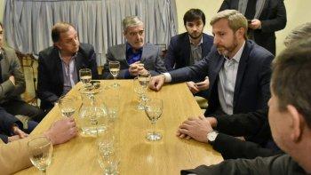 El encuentro que el ministro del Interior mantuvo con el gobernador Das Neves y el intendente Linares.