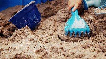 jugar con arena tiene multiples beneficios