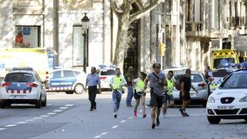 ¿como estan  los argentinos heridos en el atentado de barcelona?