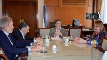 La gobernadora Alicia Kirchner y su ministro de la Producción, Leonardo Alvarez, fueron recibidos ayer por el titular de la AFIP, Alberto Abad.