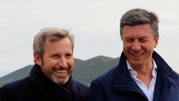Gustavo Menna junto a Rogelio Frigerio durante la visita que el ministro del Interior realizó el jueves a Comodoro Rivadavia.
