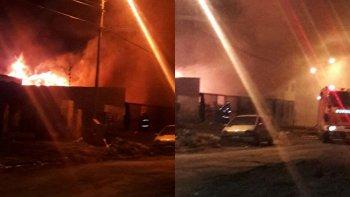 el fuego consumio una vivienda en el barrio juan xxiii