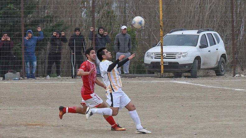 Oeste Juniors tendrá una dura visita en cancha del Deportivo Sarmiento.