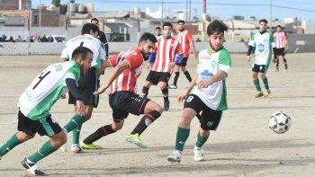 En un partido trabado e intenso, Deportivo Roca y Petroquímica no se sacaron diferencias.