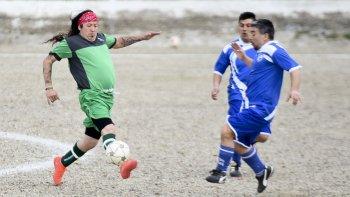 San Martín goleó 4-1 a Sindicato Camioneros en cancha de Tiro Federal.