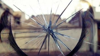 reclamaron el pago de un vidrio con disparos al aire