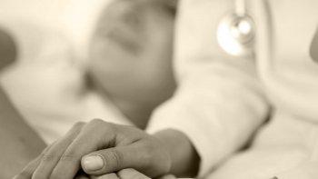 absolvieron a medica acusada por la muerte de una joven