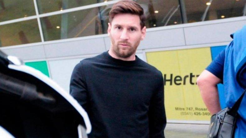Messi llegó a la Argentina para sumarse a la Selección Nacional
