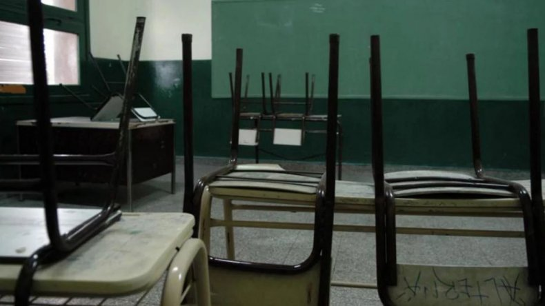 Más de 40 escuelas permanecen sin clases en Comodoro Rivadavia ante la medida de fuerza de los encargados de las tareas de higiene de los edificios.