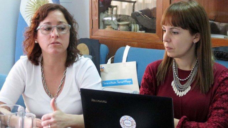 Noelia Corvalán Carro -izquierda-