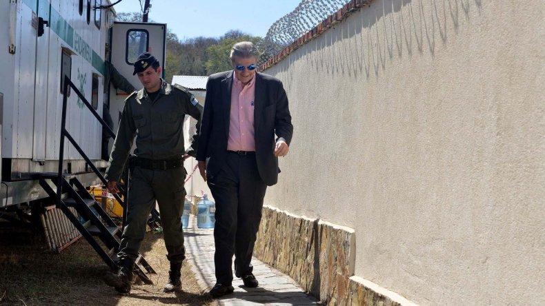 Víctor Hugo Morales en su llegada a la casa del paraje jujeño de El Carmen.