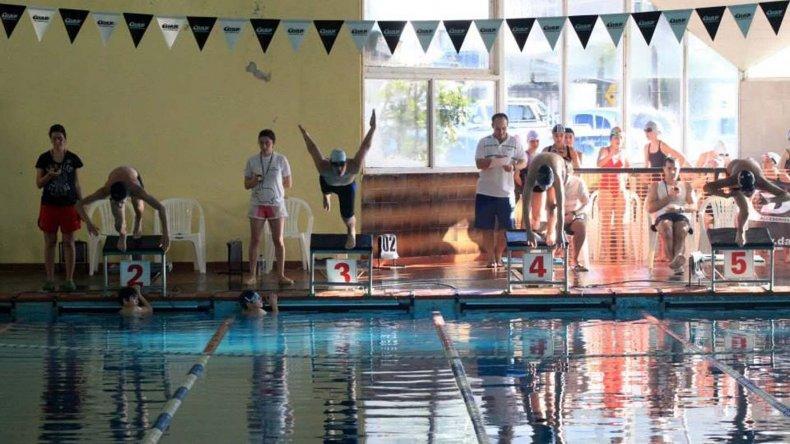 La natación del Complejo Huergo vuelve a liderar un torneo Provincial.