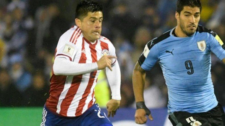 Jorge Moreira y Luis Suárez estarán otra vez frente a frente en un duelo entre Paraguay y Uruguay.