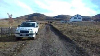 El casco de la estancia se encuentra a unos 130 kilómetros de localidad de 28 de Noviembre, donde ayer la policía realizó una minuciosa inspección.