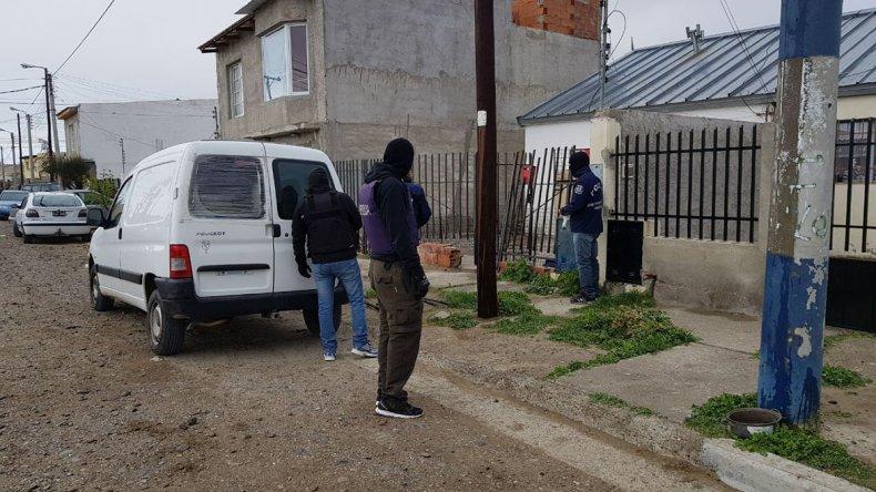 El allanamiento que se desarrolló el viernes en la vivienda del sospechoso.
