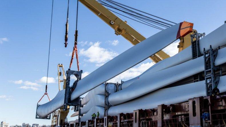 Comenzó el traslado de equipamiento para el parque eólico en Mantantiales Behr