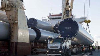 En el puerto de Comodoro ya se preparó el primer equipamiento que será trasladado hasta Manantiales Behr.