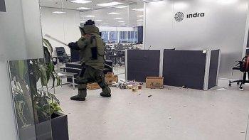 dos detenidos por el atentado a indra antes de las elecciones