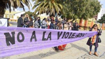 Durante la clase pública, en la plaza de la Escuela 83, los docentes pidieron a Educación que atienda los casos de violencia escolar.