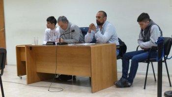 Los primos Javier y Gastón Del Carril junto a sus abogados defensores.