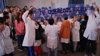 Luego del acto institucional, los alumnos compartieron una merienda para celebrar el acontecimiento.