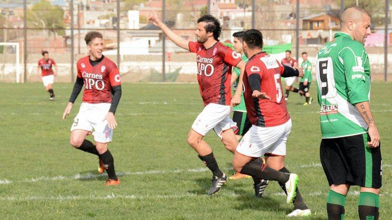 El Chaca Bustos festeja su gol