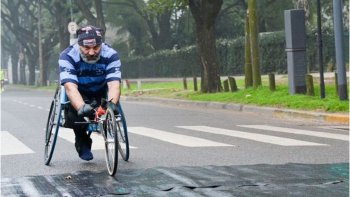 le robaron una silla de ruedas adaptada a un atleta
