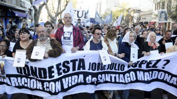 Rubén, el hijo de Julio López, encabezó ayer la marcha que se realizó en La Plata a 11 años de la desaparición de su padre.
